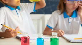 Химия сабақтары: қышқылды сілтіден қалай ажыратуға болады?