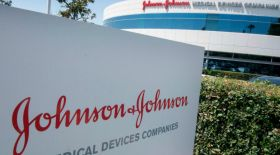 Johnson & Johnson: Компания АҚШ азаматына 8 миллиард доллар өтемақы төлейді