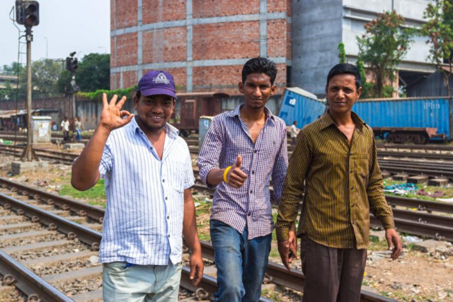 Үндістанда ерлер неге қол ұстасып жүреді?