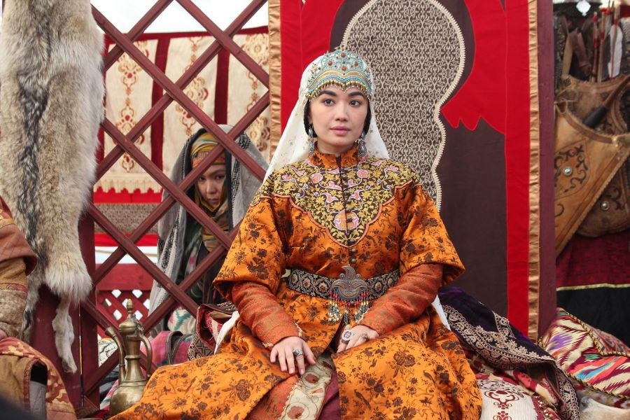 Қазақ тарихы: Ел билігіне араласқан әйелдер