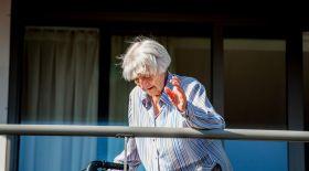 107 жастағы кейуана коронавирустан емделіп шықты