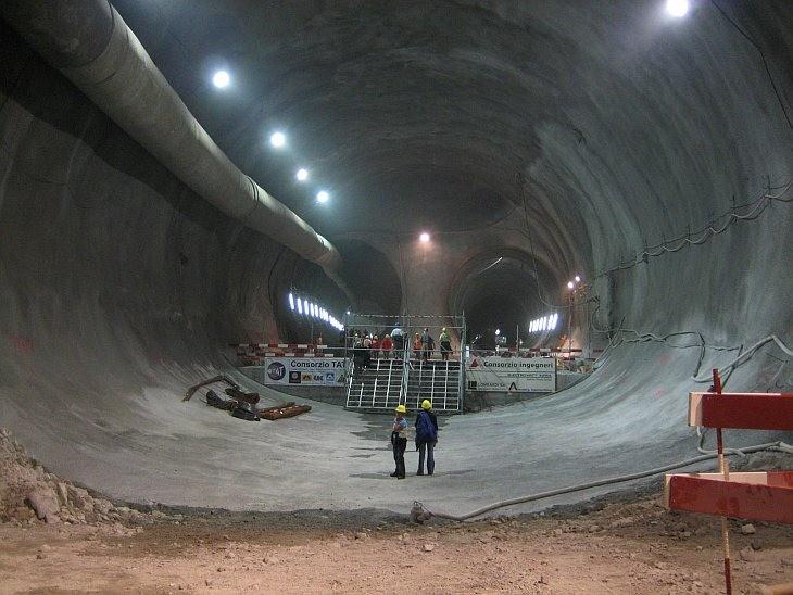 Альпі таулары астынан үлкен тоннель салынатын болды
