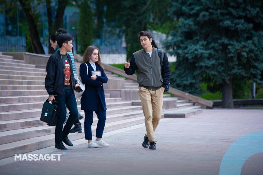 Назарбаев Университетіне түсу үшін ағылшын тілін қандай деңгейде білу керек?