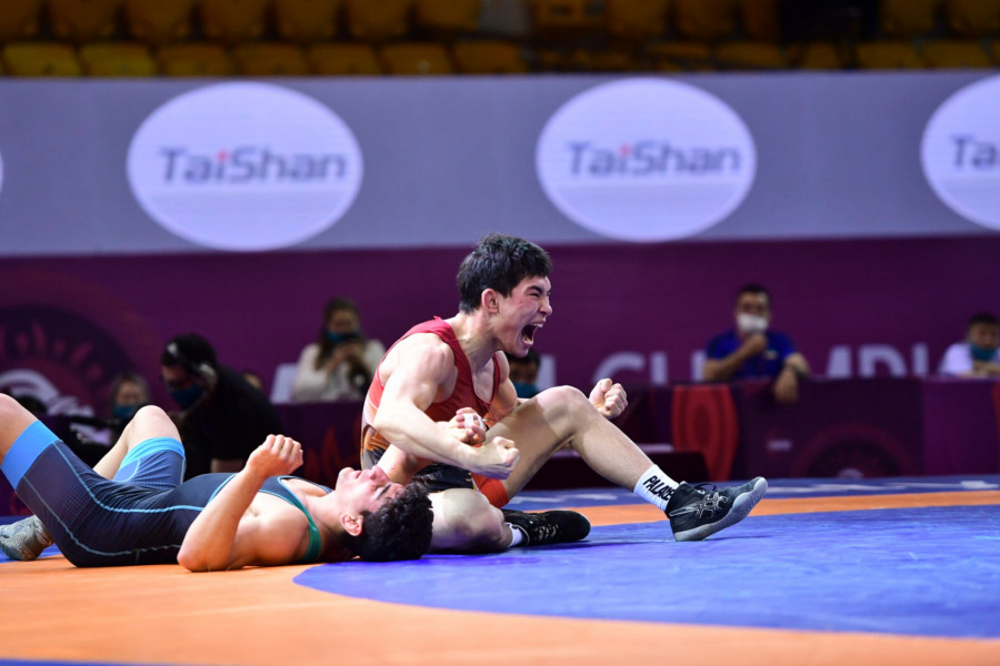 19 жастағы қазақ балуаны Азия чемпионатында алтын алды