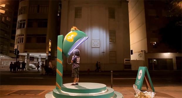 Бразилияда балалардың Аяз атамен хабарласуы үшін телефон будкасы орнатылды