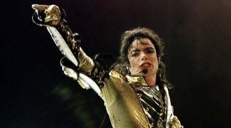 Майкл Джексонның қолғабы 200 мың долларға сатылды