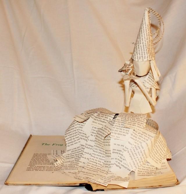 Кейіпкер кітап бетінде...