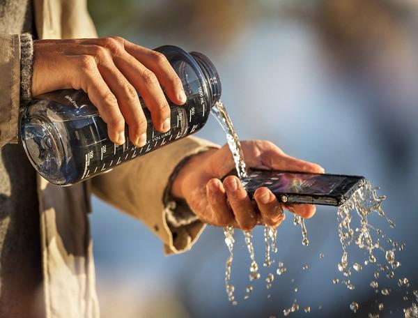 Sony Xperia Z смартфонын жуынатын бөлмеде де қолдануға болады