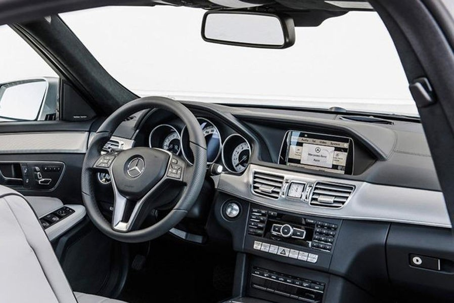 Mercedes E автокөлігін iPhone арқылы басқаруға болады