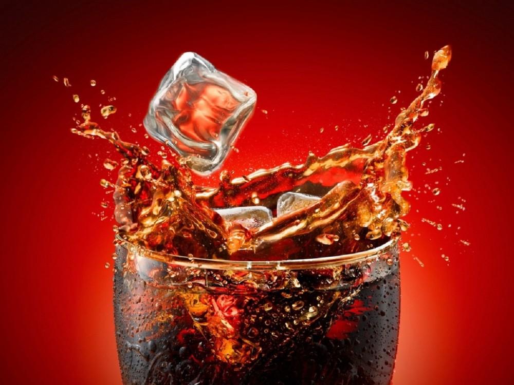 Кока-Кола ішкен жігіттің тістері түсіп қалды