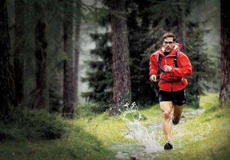 Елу жастағы марафоншы елді аяғынан тік тұрғызды