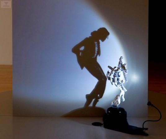 Көлеңкедегі скульптура