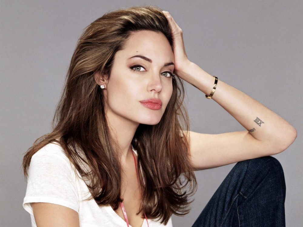 Анджелина Джоли Ауғанстаннан мектеп ашты