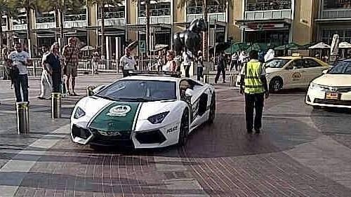Дубай полицейлері Ламборджиниге отырды
