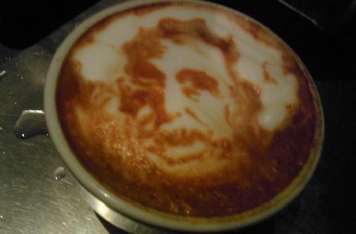Кофеге салынған портрет