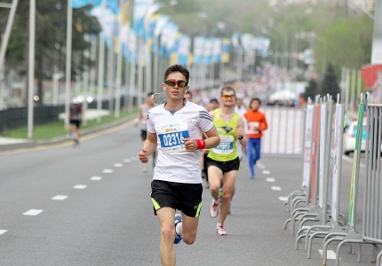 Массагет тілшілері марафонда